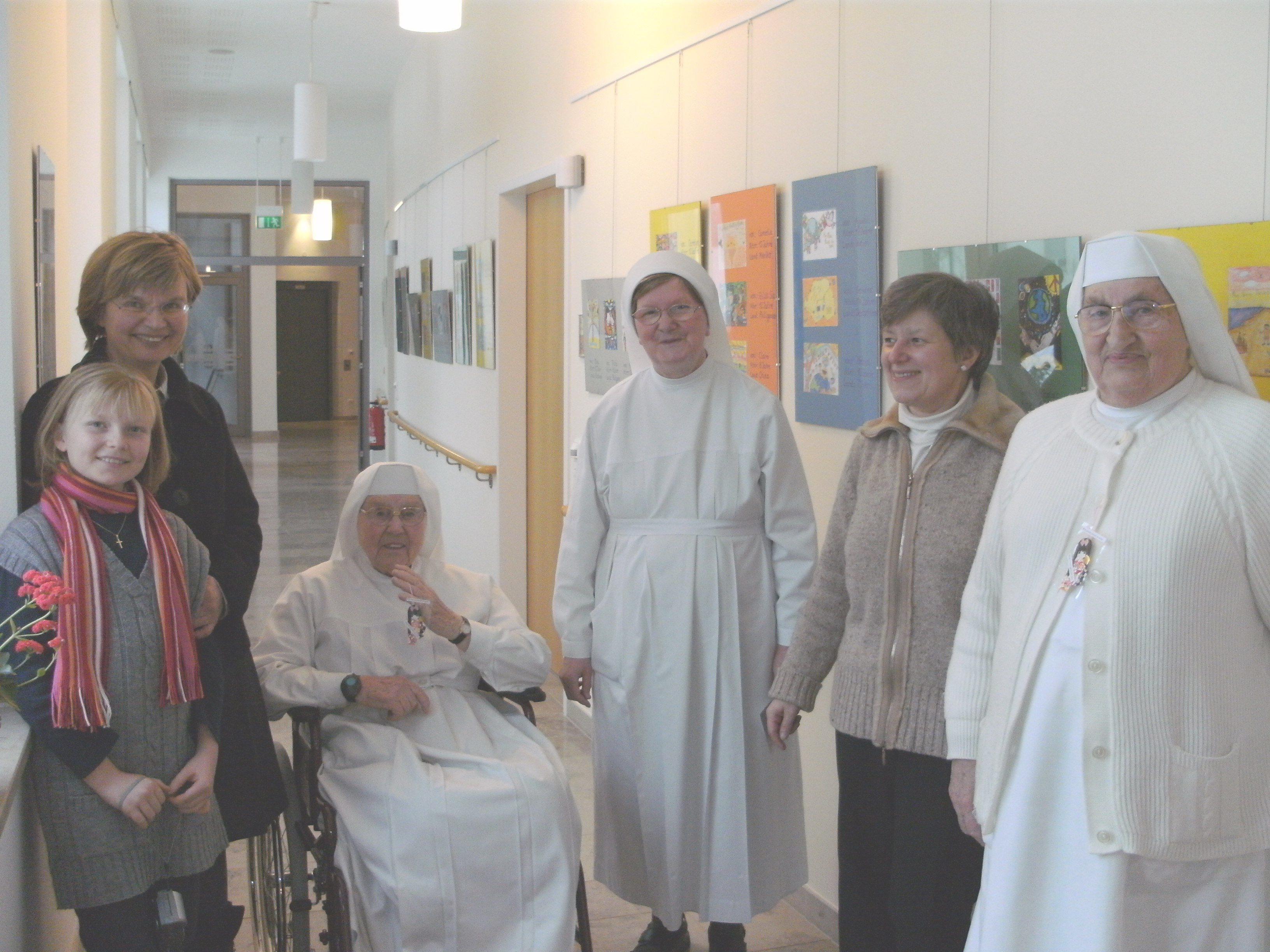 Mother Superior Ebefana, Managing Director Mrs. Hettmer & Staff,(left) Dagmar Berkenberg with daughter Laura