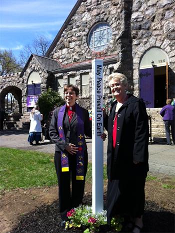PEACE-POLE-AT-STONY-POINT-PRESBYTERIAN-CHURCH-Stony-Point,-NY-USA_02