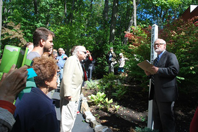 Peace-Pole-rededication-ceremony-Bronx,-NY-USA-02
