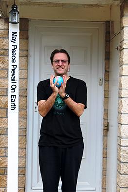 Peace-Pole-Bradford-on-Avon,-Wiltshire,-England
