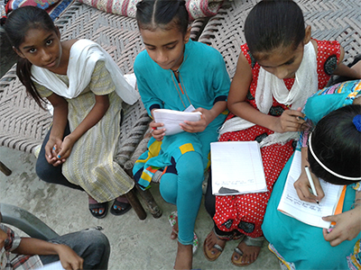 Lahore_Pakistan_Children_PeacePalsArt_2014_01