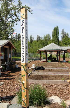 First-Nations-and-Punjabi-people--Peace-Pole-Quesnel-British-Columbia-CANADA_01